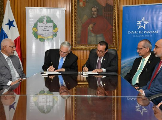 Canal de Panamá y Universidad de Panamá firman acuerdo de cooperación