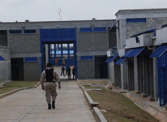 Mujer intentó meter droga escondida entre hojaldres a cárcel La Nueva Joya