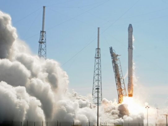 SpaceX pone al mismo tiempo 64 satélites en órbita