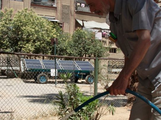 Energía solar móvil en una ciudad asediada de Siria