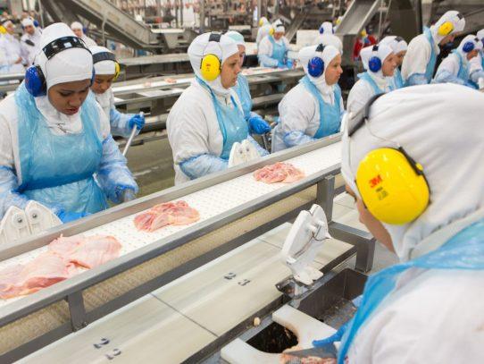 Brasil envía ministro a EEUU para negociar reapertura de venta de carne