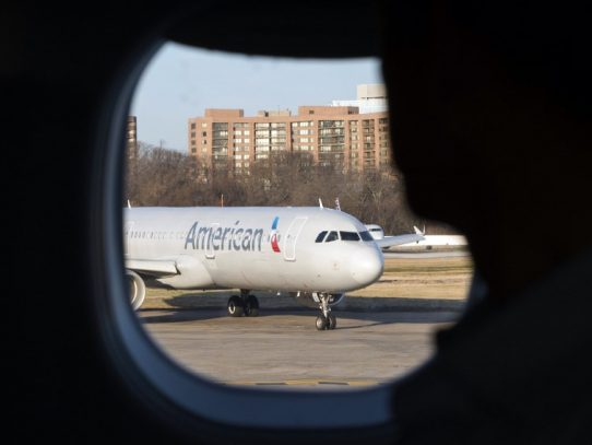 Anulaciones en cascada por coronavirus hacen temblar al transporte aéreo