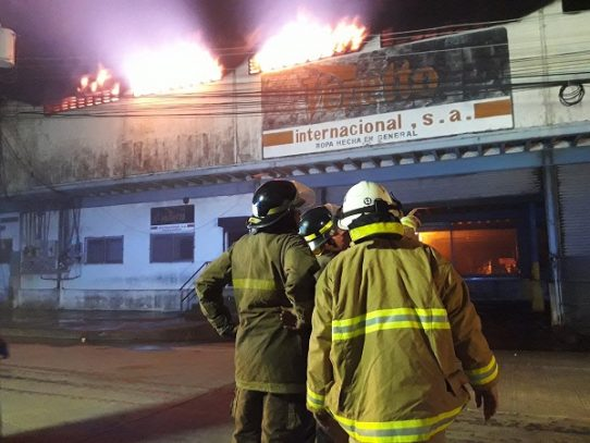 Cinco empresas afectadas por incendio en France Field, según informe preliminar