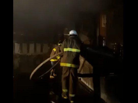 Bomberos logran controlar voraz incendio en France Field, Zona Libre de Colón