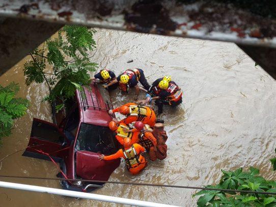 Conductor muere cuando su auto cae desde un puente en Chiriquí