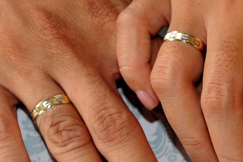 La industria de bodas encuentra ganancias en las ceremonias caseras