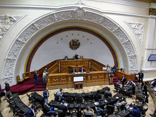 """Oposición irá a elecciones en una Venezuela que ve en """"dictadura"""""""