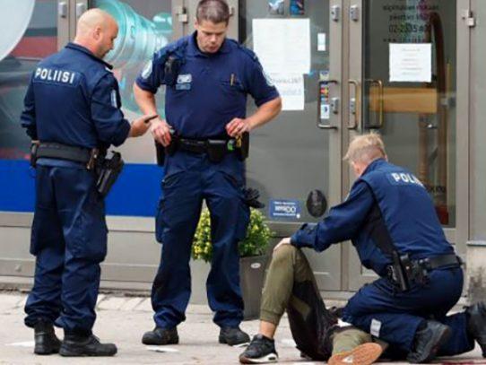 Dos muertos y seis heridos en agresión con cuchillo en Finlandia