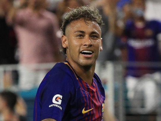 Neymar aterriza en Barcelona todavía en silencio sobre su futuro