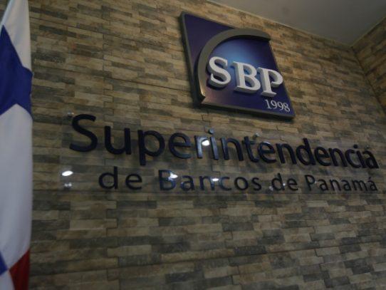 Banca panameña aceptará pasaportes vencidos a los venezolanos en el Istmo