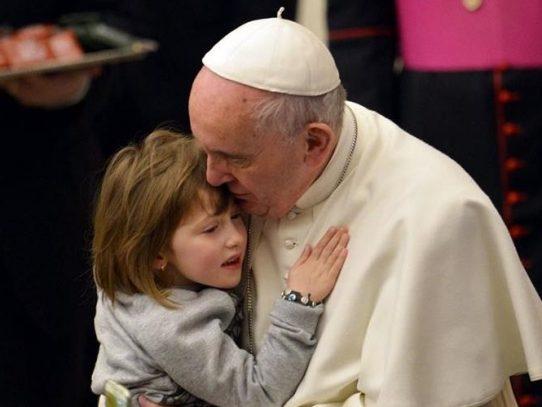 Papa Francisco se reunirá con víctimas de sacerdotes pederastas
