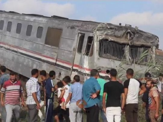 El balance de víctimas del choque de trenes en Egipto sube a 41 muertos