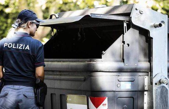 Hallan en contenedor de basura en Roma piernas de mujer descuartizada por su hermano