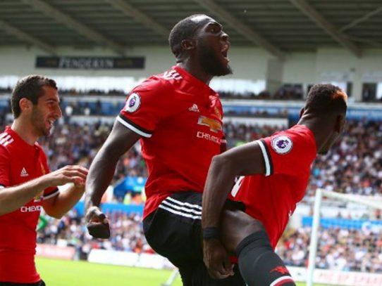 El Mánchester United golea al Swansea (4-0) y se encarama al liderato