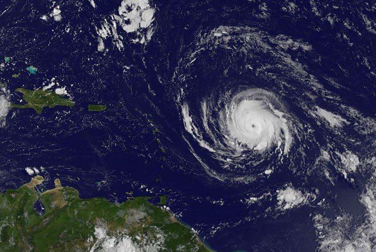 Cuba y las Islas Caimán emiten alertas de tormenta tropical
