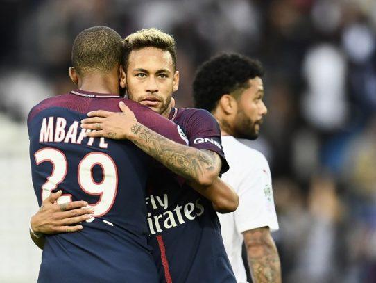 Neymar lanza un penal y pone fin a la polémica con Cavani