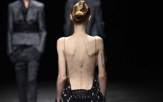 Gigantes del lujo Kering y LVMH prohíben modelos demasiado delgadas y menores de 16