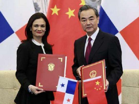 Canciller chino visita Panamá tras establecimiento de lazos diplomáticos