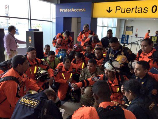 Panamá envía 49 rescatistas a México para colaborar con asistencia humanitaria