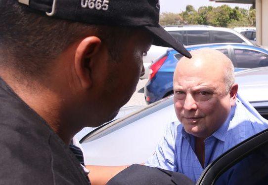 Tribunal mantiene fianza de excarcelación de 500 mil dólares a Richard Fifer