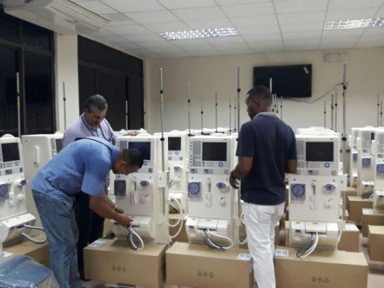 CSS intala 29 nuevas máquinas de hemodiálisis en el hospital Santo Tomás
