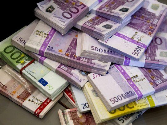 Suiza trata de averiguar porqué alguien tiró 100 mil euros por el retrete