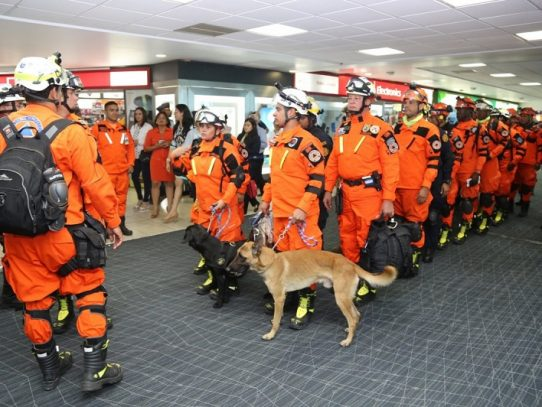 Brindan reconocimiento a rescatistas panameños por colaborar en sismo mexicano