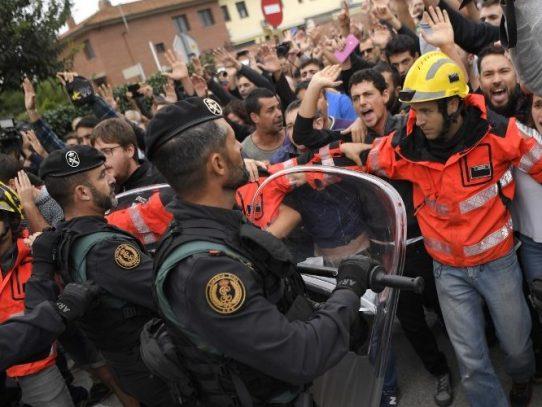 Incidentes por referéndum en Cataluña dejan más de 400 heridos