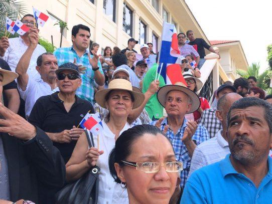 Manifestantes protestan en escalinatas de la Corte Suprema por caso Odebrecht