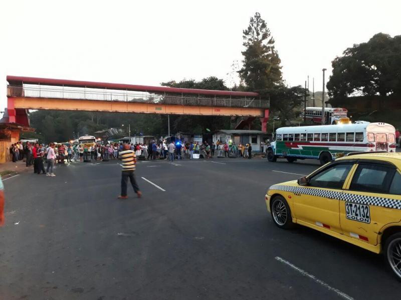 Comunidades en Colón protagonizan cierres de vías por la falta de agua