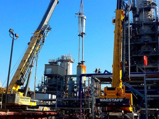 El petróleo registra su primera baja mensual del año