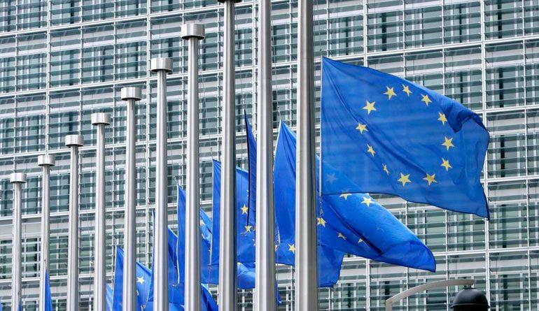 La UE urge a relanzar negociaciones sobre Siria tras ataques aéreos