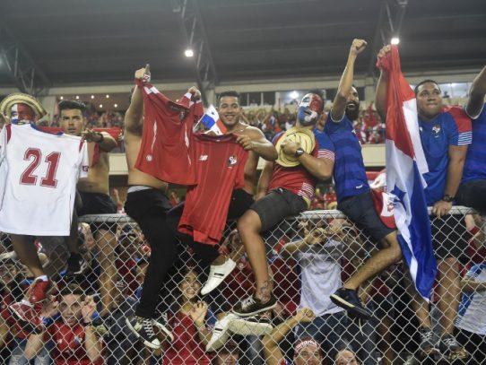 FIFA multa a Panamá por mala conducta de la afición
