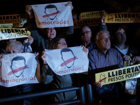 """Puigdemont exige """"liberación"""" de miembros de su gobierno catalán encarcelados"""
