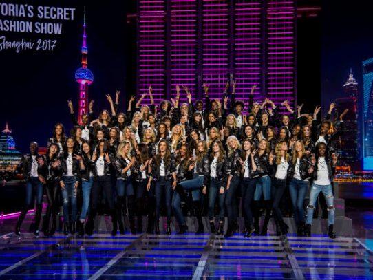 Victoria's Secret se estrena en China con un desfile con varios tropiezos