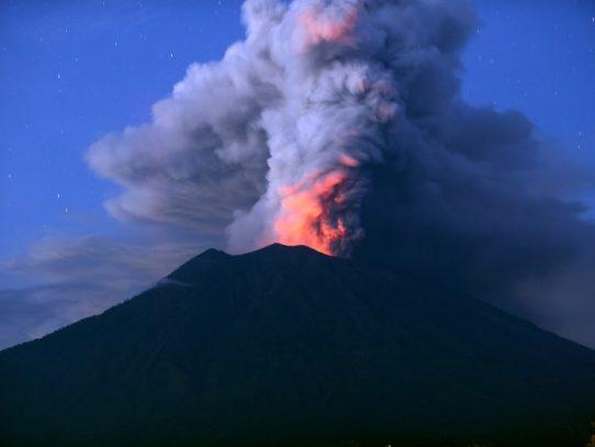 Fuerte erupción en el volcán indonesio Sinabung