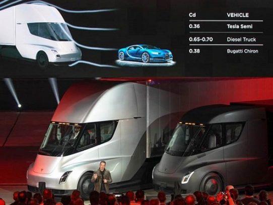 Tesla devela un camión totalmente eléctrico