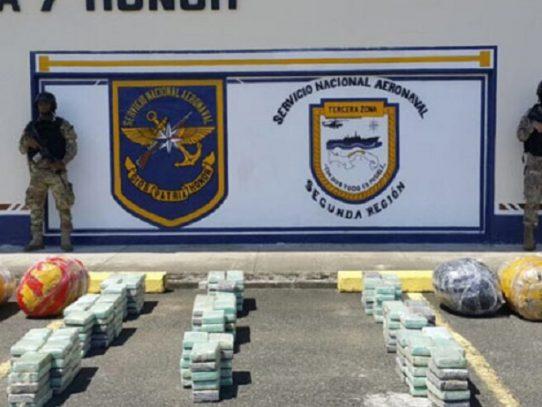 Retienen lancha con 215 paquetes de presunta droga en Colón