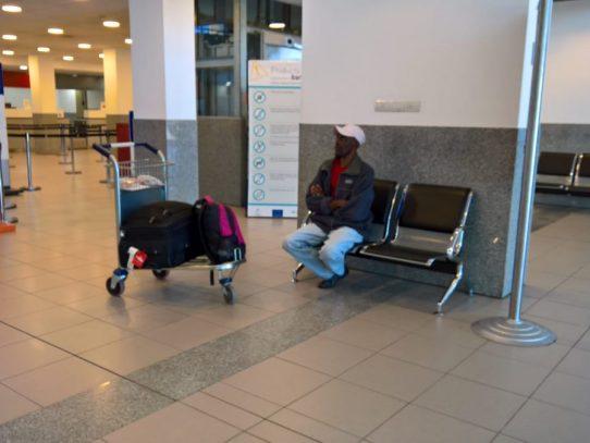 """Como Tom Hanks en """"La Terminal"""": haitiano atrapado en aeropuerto argentino"""