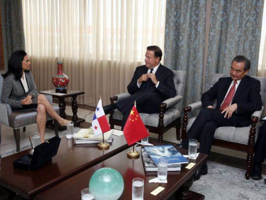 Panamá espera grandes inversiones chinas tras reunión de Xi y Varela