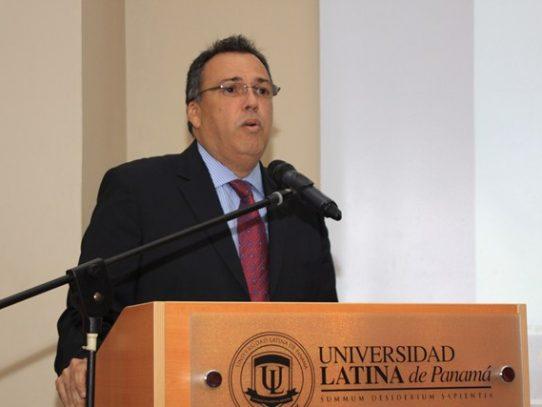 Magistrado Luis Ramón Fábrega es internado de urgencia al hospital