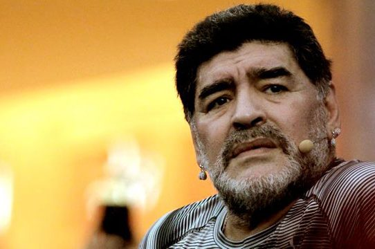 A Maradona le rechazan deseo de salir de la clínica