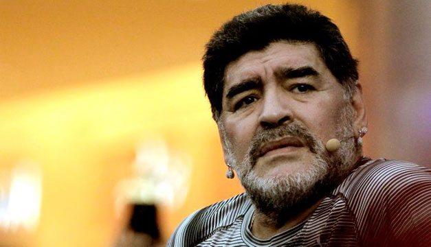 Diego Maradona amaba el baloncesto. Sus estrellas también lo amaban a él.
