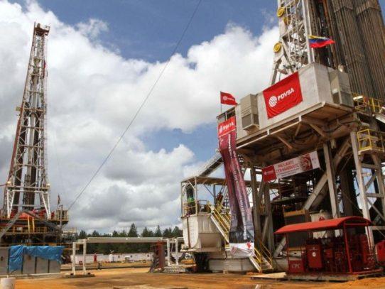 """Maduro promete """"ir a fondo"""" contra corrupción en petrolera PDVSA"""