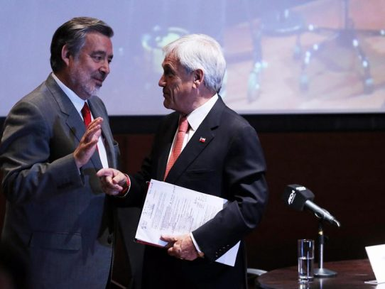 Izquierda y derecha se disputan reñido elecciones presidenciales en Chile