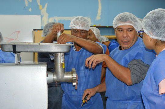 Técnicos panameños impulsan el ensilaje de pescado para la producción acuícola