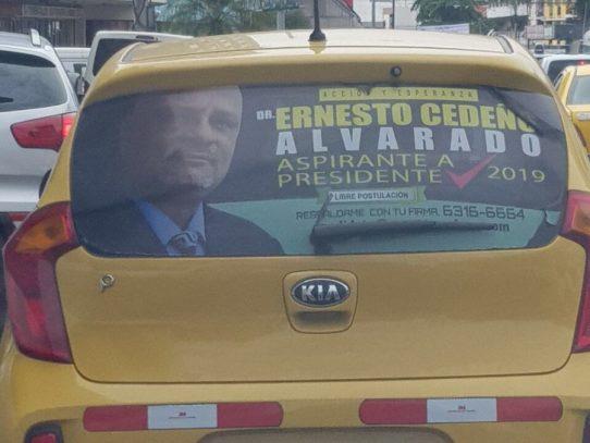Denuncian que publicidad de Ernesto Cedeño en taxi viola reglamentacion del TE