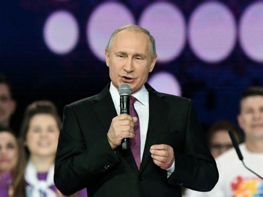 Putin dice que Moscú estudia facilitar la ciudadanía rusa a todos los ucranianos