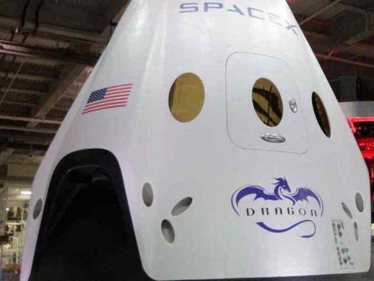 Incidente en prueba de cápsula de SpaceX podría retrasar el primer vuelo tripulado