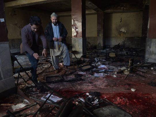 Al menos 40 muertos en un atentado con ambulancia bomba en Kabul